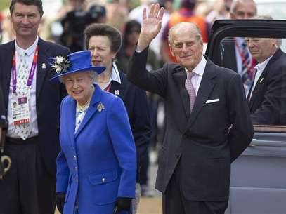 Britain's Queen Elizabeth visits the ArcelorMittal Orbit tower with Prince Philip (R) in London July 28, 2012. Foto: Neil Hall / Reuters In English