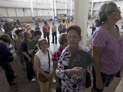 People queue to enter a polling center in Caparra sector in San Juan August 19, 2012. Foto: Ana Martinez / Reuters In English