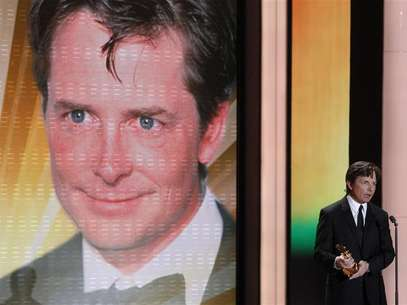 U.S. actor Michael J. Fox holds his international lifetime achievement award during the 46th 'Goldene Kamera' (Golden Camera) awards ceremony at the Ullstein Auditorium in Berlin, February 5, 2011. Foto: Tobias Schwarz / Reuters In English