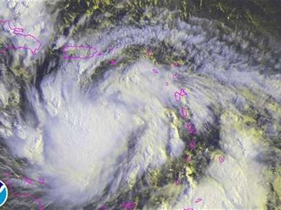 Imagen satelital del paso de la tormenta tropical Isaac, ago 23 2012. La tormenta tropical Isaac se debilit levemente mientras provocaba fuertes lluvias costa afuera de Puerto Rico y las Islas Vrgenes el jueves, pero se esperaba que se fortaleciera hasta convertirse en huracn antes de avanzar sobre Repblica Dominicana y Hait, dijeron meteorlogos estadounidenses. Foto: Handout Imagen para uso no comercial, ni ventas, ni archivos. Solo para uso editorial. No para su venta en marketing o campaas / Reuters en espaol