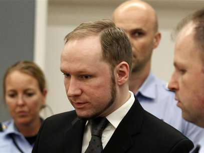 Norwegian mass killer Anders Behring Breivik reacts as he returns after a break to the court room, in Oslo Courthouse August 24, 2012. Foto: Stoyan Nenov / Reuters In English