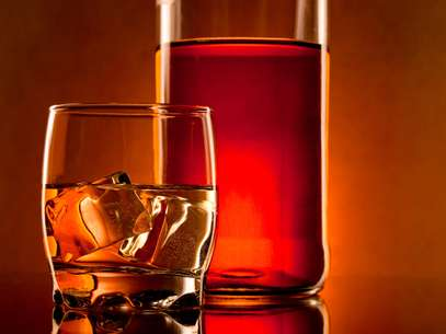 Conheça as principais etapas de produção de uma das bebidas mais consumidas do mundo, o uísque Foto: Getty Images