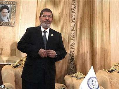 El presidente de Egipto, Mohamed Mursi, antes de reunirse con el vicepresidente ejecutivo de Irn en el aeropuerto Mehrabad en Tehern, ago 30 2012. Egipto pidi el jueves una intervencin para detener el bao de sangre en Siria, diciendo en una reunin de 120 pases que era su deber oponerse al &quot;rgimen opresivo&quot; de Bashar al-Assad, lo que llev a los representantes sirios a retirarse del encuentro. Foto: Mehr News Agency Imagen para uso no comercial, ni ventas, ni archivos. Solo para uso editorial. No para su venta en marketing o / Reuters en espaol