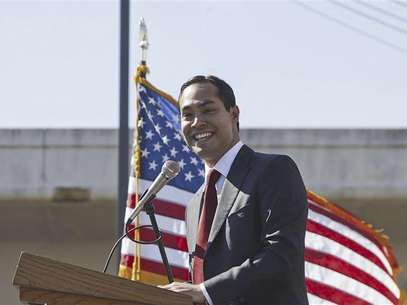 San Antonio Mayor Julian Castro gives an address at City College in San Antonio in this handout photo courtesy of Mayour Julian Castro's office February 13, 2011. Foto: Handout / Reuters In English