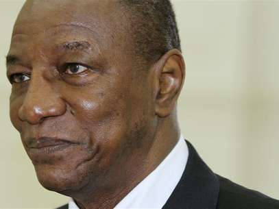 Guinea's President Alpha Conde arrives for a meeting with Cambodia's Prime Minister Hun Sen at the Council of Ministers in Phnom Penh May 25, 2012. Foto: Samrang Pring / Reuters In English