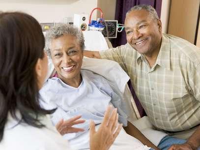 Segundo estudo, as mulheres casadas tiveram a melhor taxa de sobrevivência aos tratamentos contra câncer no pulmão, enquanto os homens solteiros apresentaram a pior Foto: Getty Images