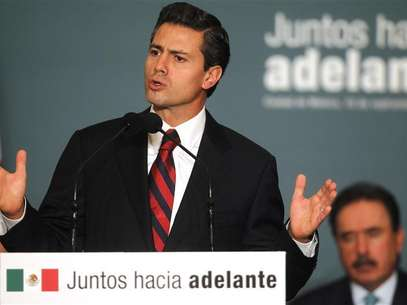 Mexico's President-elect Enrique Pena Nieto speaks during a meeting with legislators of the the Institutional Revolutionary Party (PRI) to present initiatives on anti-corruption laws in Mexico City September 10, 2012. Foto: Edgard Garrido / Reuters In English