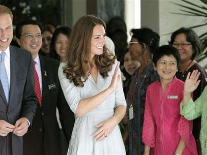 Britain's Prince William and Catherine, Duchess of Cambridge, wave to staff as they leave Hospis Malaysia, the largest hospice in the country, in Kuala Lumpur September 13, 2012. Foto: Samsul Said / Reuters In English