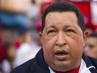 Venezuela's President Hugo Chavez talks to the media before an election rally in Caracas July 26, 2012. Foto: Carlos Garcia Rawlins / Reuters In English