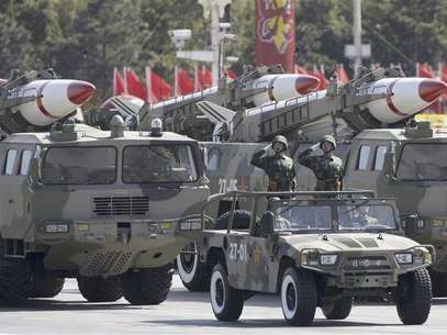 Missiles are displayed in a parade to celebrate the 60th anniversary of the founding of the People's Republic of China in Beijing in this October 1, 2009 file photo. Foto: Files / Reuters In English