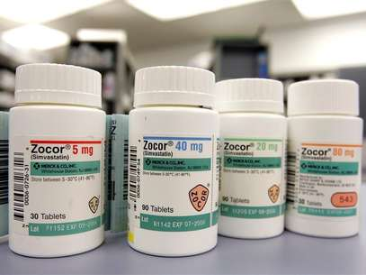 Bottles of Zocor, the Merck & Co. Inc cholesterol fighting drug, are shown in a pharmacy in Westfield, New Jersey, November 28, 2005. Foto: Jeff Zelevansky / Reuters In English
