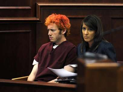 Colorado shooting suspect James Eagan Holmes (L) sits with public defender Tamara Brady during his first court appearance in Aurora, Colorado, July 23, 2012. Foto: Pool / Reuters In English