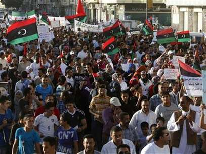 Protesters take part in a march in Benghazi city, September 21, 2012. Thousands of Libyans marched in Benghazi on Friday in support of democracy and against the Islamist militias that Washington blames for an attack on the U.S. consulate last week that killed four Americans including the ambassador. Foto: Asmaa Waguih / Reuters In English