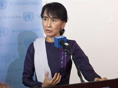 Aung San Suu Kyi, chairperson of Myanmar's National League for Democracy, speaks at a joint media conference with United Nations Secretary General Ban Ki-Moon at the United Nations in New York, September 21, 2012. Foto: Andrew Burton / Reuters In English