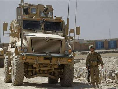 U.S. troops arrive near the site of an incident in Kabul August 2, 2012. Foto: Omar Sobhani / Reuters In English