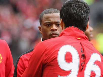 Luis Suárez and Patrice Evra finally shook hands. Foto: Getty