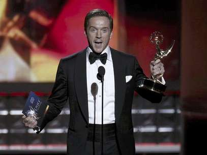 "Actor Damian Lewis accepts the award for outstanding lead actor in a drama series for his role in ""Homeland"" at the 64th Primetime Emmy Awards in Los Angeles, September 23, 2012. Foto: Lucy Nicholson / Reuters In English"