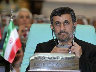 Iranian President Mahmoud Ahmadinejad looks on at the opening ceremony of the Organisation of Islamic Conference (OIC) summit in Mecca August 14, 2012. Foto: Susan Baaghil / Reuters In English