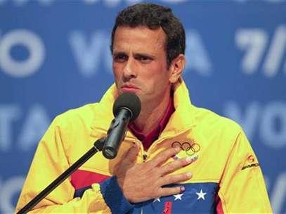 El candidato de la oposición para las elecciones presidenciales venezolanas Henrique Capriles durante una conferencia de prensa en Caracas tras divulgarse los resultados de los comicios, oct 7 2012. Derrotado, triste y ojeroso, Henrique Capriles recibió el domingo su primera derrota electroral en Venezuela, ante Hugo Chávez, pero, quizá sin saberlo, logró algo que la oposición buscaba tanto como el poder: un líder. Foto: Carlos Garcia Rawlins / Reuters en español