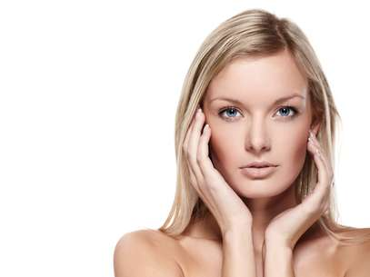 Vitamina E encontrada em alimentos, cosméticos e tratamentos estéticos deixa a pele firme, devolvendo a beleza e luminosidade das cútis sensíveis e irritadas  Foto: Shutterstock