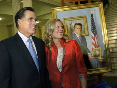 Ann Romney, que hace campaa junto a su marido desde hace meses, afirm que no ve la televisin, especialmente cuando se encuentra en estados muy disputados como Ohio (norte) o Virginia (este), inundados en estos momentos de anuncios publicitarios de campaa. Foto: AP