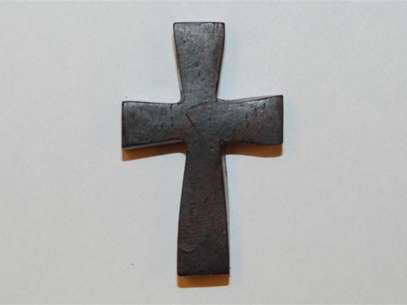 A cross recovered during the Jessica Ridgeway investigation is shown in this handout photo supplied by the Westminister Police Department October 19, 2012.  Foto: Westminster Police Dept / Reuters