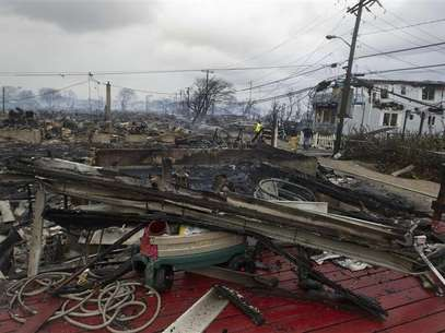 Homes that are devastated by fire and the effects of Hurricane Sandy are seen at the Breezy Point section of the Queens borough of New York in this October 30, 2012, file photo. Foto: Shannon Stapleton / Reuters