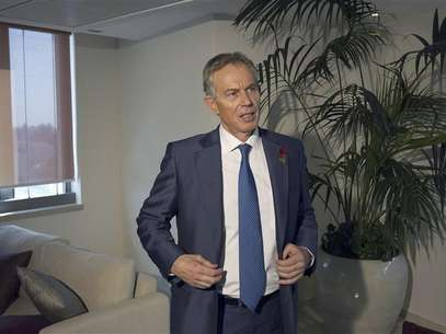Middle East envoy Tony Blair stands after an interview with Reuters in Jerusalem. Foto: Ronen Zvulun / Reuters