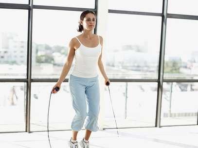 Atividades como pular corda conseguem gastar muitas calorias em pouco tempo Foto: Getty Images