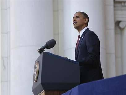 U.S. President Barack Obama makes Veterans Day remarks at Arlington National Cemetery in Arlington, Virginia, November 11, 2012. Foto: Jonathan Ernst / Reuters