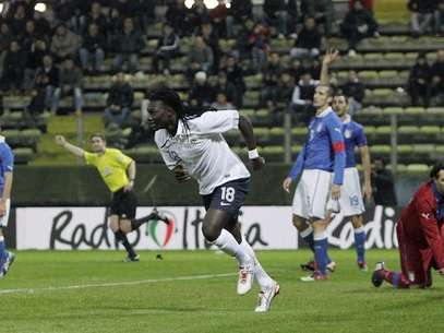 Gomis celebrates the game-winner against Italy.  Foto: AFP