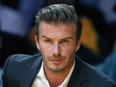 British soccer star David Beckham sits courtside as the Los Angeles Lakers play the Dallas Mavericks during their NBA basketball game in Los Angeles, October 30, 2012. Foto: Lucy Nicholson / Reuters
