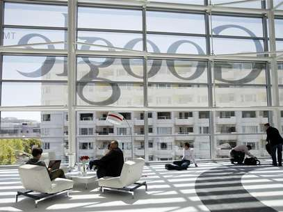 Attendees sits in front of a Google logo during Google I/O Conference at Moscone Center in San Francisco, California June 28, 2012. Foto: Stephen Lam / Reuters