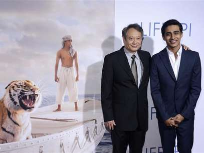 Director Ang Lee (L) and actor Suraj Sharma (R) attend a special screening of the film &quot;The Life of Pi&quot; in Los Angeles November 16, 2012. Foto: Phil McCarten / Reuters