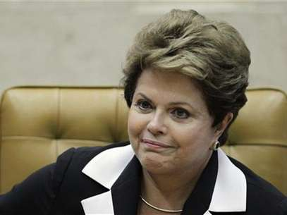 Brazil's President Dilma Rousseff participates in the ceremony of investiture for the new President and Vice-President of the Supreme Court, ministers Joaquim Barbosa and Ricardo Lewandowski, in Brasilia November 22, 2012. Foto: Ueslei Marcelino / Reuters