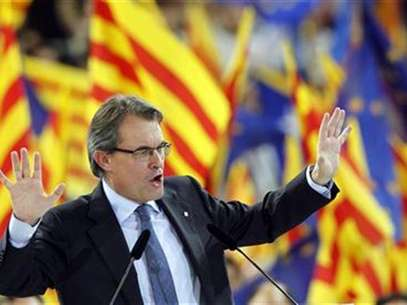 Convergencia i Unio (CIU) party's candidate Artur Mas for Catalunya's regional government gestures during a meeting in Barcelona November 23, 2012. Foto: Albert Gea / Reuters