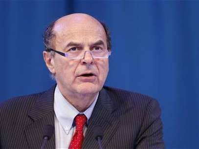 Secretary of the Italian PD (Democratic Party) Pier Luigi Bersani delivers a speech during a political rally with European Socialists in Paris March 17, 2012. Foto: Benoit Tessier / Reuters