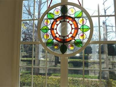 Chicago artist David Lee Csicsko designed stained glass windows decorating the grand entryway at the White House in Washington, November 28, 2012. Foto: Mary F / Reuters