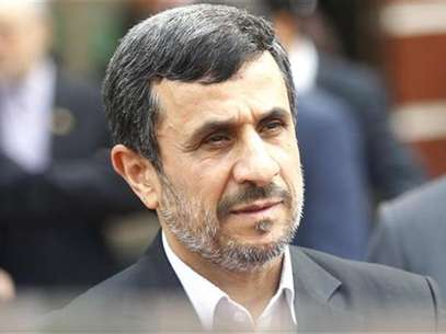 Iran's President Mahmoud Ahmadinejad leaves after a meeting with Vietnam's National Assembly's Chairman Nguyen Sinh Hung in Hanoi November 10, 2012. Foto: Kham / Reuters