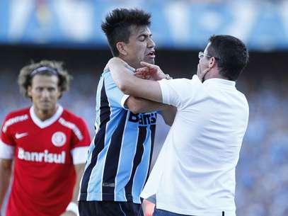 Saimon já se envolveu em outras polêmicas, como a troca de empurrões com o então técnico do Inter, Osmar Loss Foto: Roberto Vinicius / Futura Press