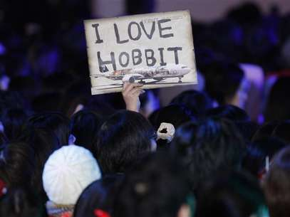 A fan holds up a sign upon the cast members' arrival at the Japan premiere of the movie 'The Hobbit - An Unexpected Journey' in Tokyo December 1, 2012. Foto: Issei Kato / Reuters