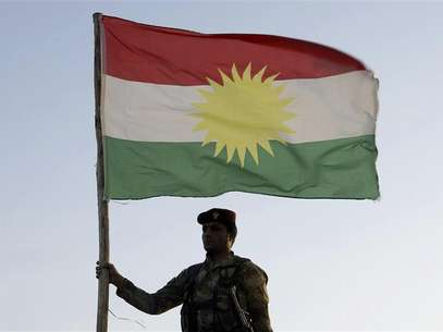 Kurdish Peshmerga troops and tanks are deployed on the outskirts of Kirkuk, some 250km (155 miles) north of Baghdad December 3, 2012. Iraq's Kurdish region has sent reinforcements to a disputed area where its troops are involved in a standoff with the Iraqi army, a senior Kurdish military official said, despite calls on both sides for dialogue to calm the situation. Picture taken December 3, 2012. Foto: Ako Rasheed / Reuters