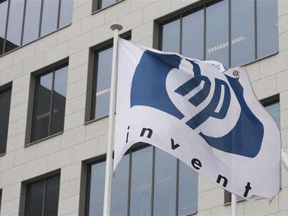 A logo of HP is seen outside Hewlett-Packard Belgian headquarters in Diegem, near Brussels, January 12, 2010. Foto: Thierry Roge / Reuters