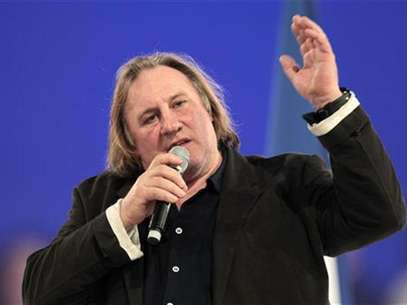 French actor Gerard Depardieu delivers a speech during a campaign rally for France's President Nicolas Sarkozy, candidate for the 2012 Foto: Charles Platiau / Reuters
