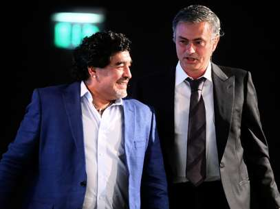 Jose Mourinho and Maradona at the conference in Dubai. Foto: Marwan Naamani/AFP/Getty Images