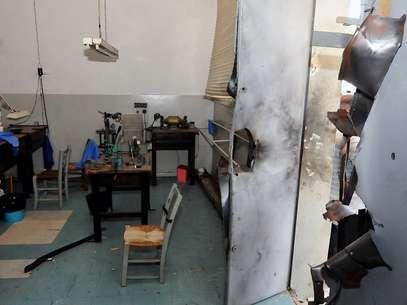 Porta de fábrica de joias ficou destruída após o uso de explosivos pelos crimonosos Foto: AFP