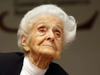 In this photo from files, taken on April 18, 2009, Italian neurologist and senator for life Rita Levi Montalcini, Nobel Prize winner for Medicine in 1986, is seen at a press conference for her one hundredth birthday, in Rome.  Foto: AP in English