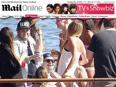 Os atores aproveitaram o dia com mulheres na Austrália Foto: The Daily Mail / Reprodução