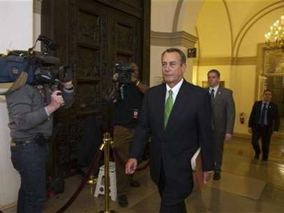 "Speaker of the House John Boehner (R-OH) arrives at the U.S. Capitol in Washington January 1, 2013. The Senate moved the U.S. economy back from the edge of a ""fiscal cliff"" on Tuesday, voting to avoid imminent tax hikes and spending cuts in a bipartisan deal that could still face stiff challenges in the House of Representatives. Foto: Mary F / Reuters"