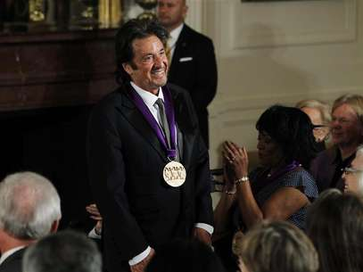 National Medal of Arts recipient, actor Al Pacino acknowledges the applause after receiving the medal from U.S. President Barack Obama at a ceremony in the East Room of the White House in Washington, February 13, 2012. Foto: Jason Reed / Reuters